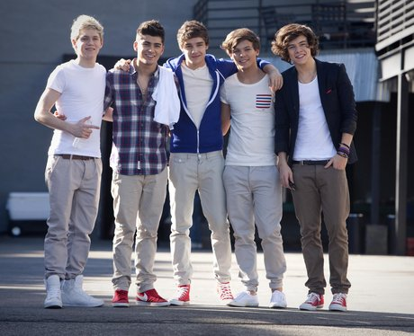 One Direction ar epictured outside the studio in LA