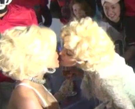 Nicki Minaj Kiss Madonna Madonna-kiss-nicki-minaj- ... Drake Kissing Lil Wayne On Stage