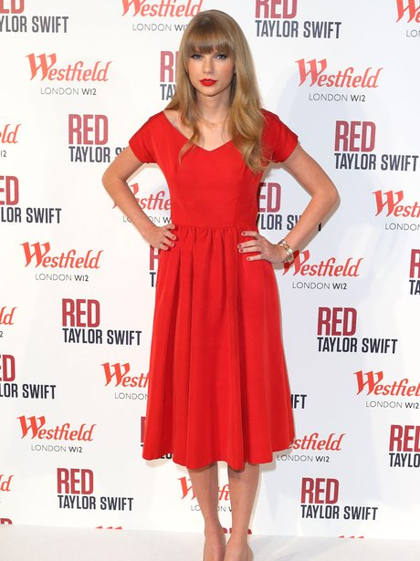 Taylor Swift turns on the Christmas lights