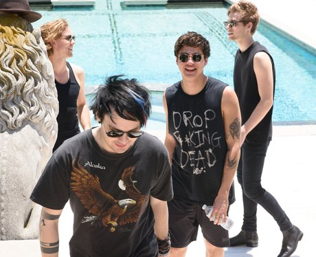 5 Seconds Of Summer 'Hey Everybody' Music Video