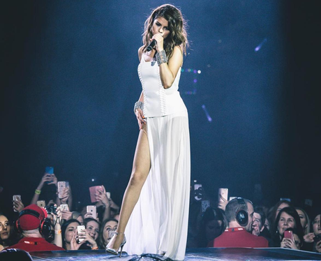 Selena Gomez looks amazing on tour